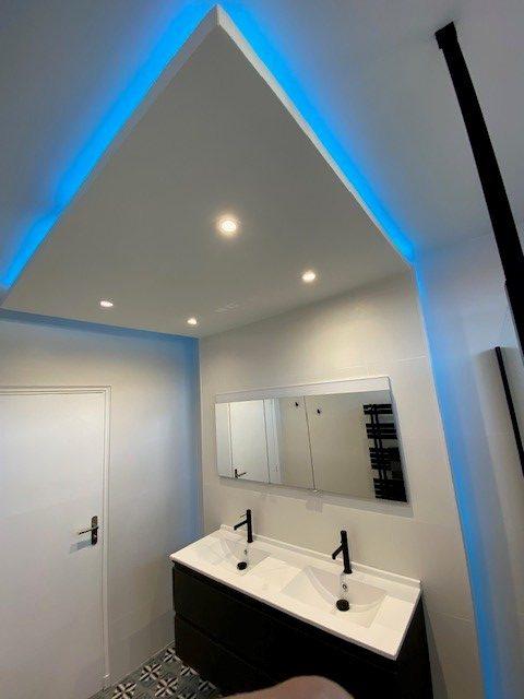 plafond en décalé avec éclairage led