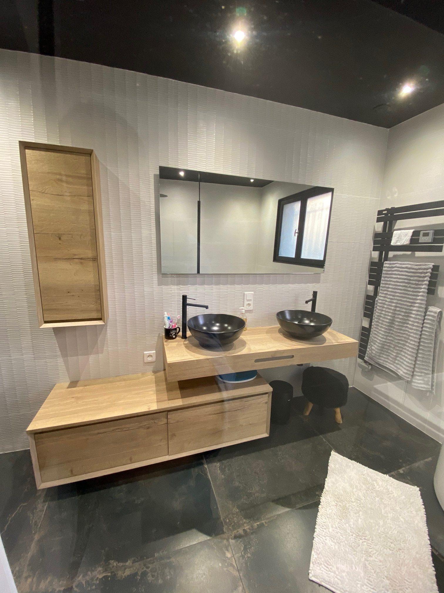 meuble en décalé, vasques et robinetterie en noires